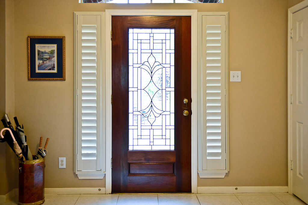 Guida door window blog 4 ways to dress up your sidelights for Entry door with side windows